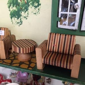 木製のソファ