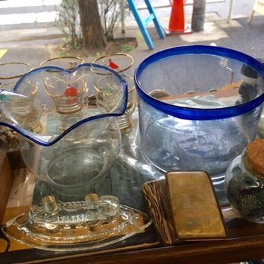 金魚鉢 左2800円 右8500円